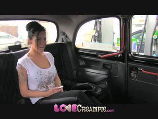 Любов крем пай британски уличница gives fake taxi driver дълбоко духане преди анално