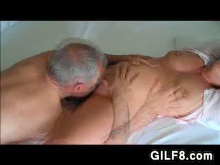 নানা licking grandmas পুর্ণবয়স্ক পাছা
