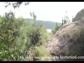 I ri amatore e egër qij ndërsa mountain hiking