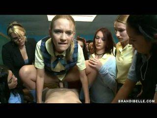 Brandi belle ja tüdrukud entice unbending wang keppimine ja imemine teda ära