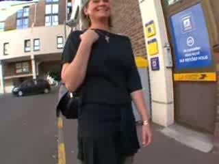 Coralie francozinje zreli v nogavičke, analno zajebal