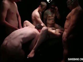Gangbang creampie lesbisch gets sommige piemel en gets creamed