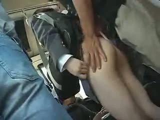 Nư sinh has đến cho một blowjob trong một xe buýt
