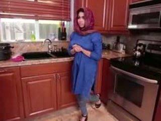 Arab امرأة سمراء في سن المراهقة ada gets filled