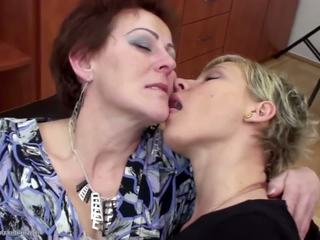Stepmother πατήσαμε και pissed επί με two daughters: πορνό f9
