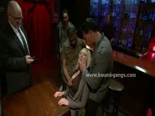Blondie zorunlu için sikme bar mates içinde fin sikiş ağız sikme ve grup alkollü seks