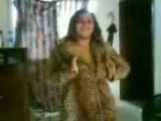 Arab veliko oprsje punca v a umazano dance video