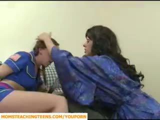 Momen seducing pojke och tonårs flicka scout
