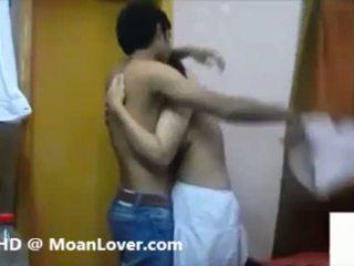 Seksi warga india pasangan tegar ciuman