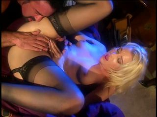 White whore gets her pussy licked deep and fast by guy then fucks