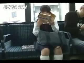 Koolitüdruk seduced jalg perses poolt geek edasi buss