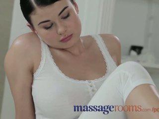 Massage rooms jeune beauty avec massif seins obtenir baisée dur par grand bite