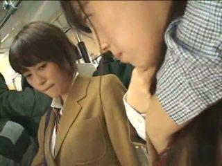 Public perverts harass japonez schoolgirls pe o tren