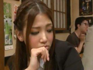 Nanako hoshizaki has 她的 海狸 做 愛 從 backside 在 該 restaurant