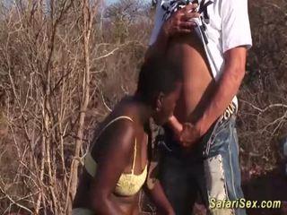 Africain gorge profonde safari orgie <span class=duration>- 12 min</span>