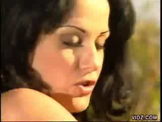 tits, অদ্ভুত, উদ্ভট