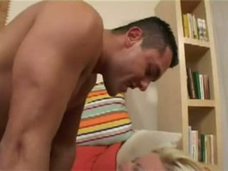 Καυτά μωρό nikki ξανθός receives αυτήν constricted μουνί rammed σκληρά