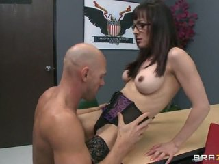 大 公鸡 lover cytherea fucks johnny sins