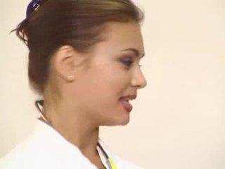Sortudo paciente got sua maravilhosa morena médico anal fodido vídeo