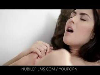 Nubile フィルム - 彼女の ゴージャス ガールフレンド licks プッシー そう 良い