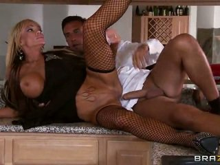 Rich Housewife Houston Blows Her Waitor Keiran Lee