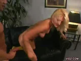 Stacy thorn bends lebih untuk dong dalam beliau