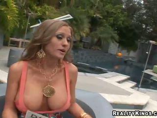 Abby rode scopata su e getting rewarded per sesso