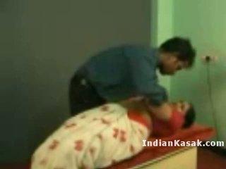 Indien tamil école prof radha baise avec colleague en salle de classe
