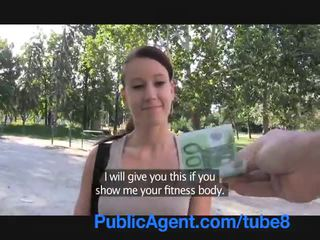 Publicagent sexy fitness instructor scopata per soldi