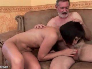Esotico giovanissima scopata vecchio uomo