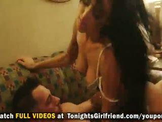Karstās pornozvaigzne breanne benson dresses augšup uz veļa un gets puss