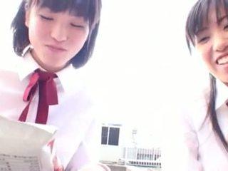 亚洲人 淫 学生 seduces 她的 害羞 女同志 朋友