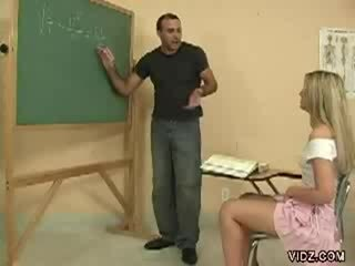 főiskola, ellenőrzés főiskolai lány, több diák forró