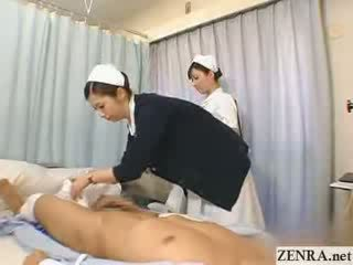 일본의 간호사 practices 그녀의 주무르기 기술