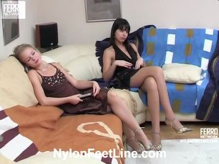 Alina dan catherine stoking footsex tindakan