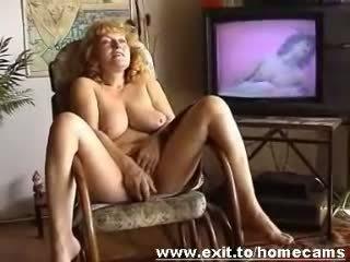 Frida 55 years van oostenrijk masturbates bij