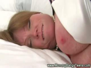 Mammīte gets pussysucked līdz mazulīte mazulīte