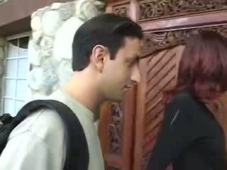 কামাসক্ত শিক্ষক fucks তার ছাত্রী ভিডিও