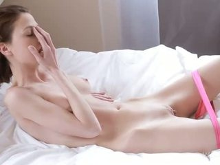 Nymph caresses nedves kéjbarlang