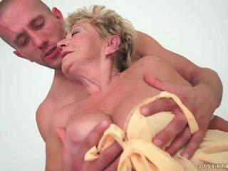 Besta enjoys hot sex med unge mann