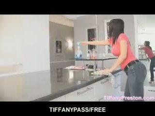 Tiffany preston loves към получавам уста пълен на изпразване