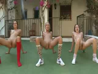 Trio hubo't hubad lesbos making ehersisyong aerobiko