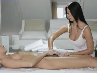 Lezbike seks me silvie dhe addison