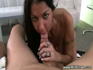 Maduros tattooed milf sucks shaft e loves ele