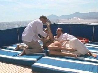 Beauty gets double مارس الجنس في ل قارب