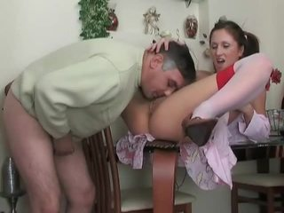 青少年 在 絲襪 gets 性交 由 舊的 dude