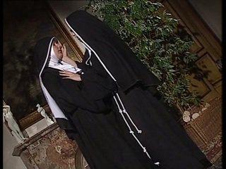 Lesbisch nuns lecken jeder andere