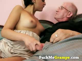 Old man makes babe horny