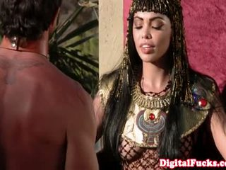 Gorgeous Egyptian Queen Is Hoovering Cock