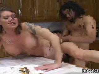 Hardcore knulling i den kjøkken med kayla quinn video